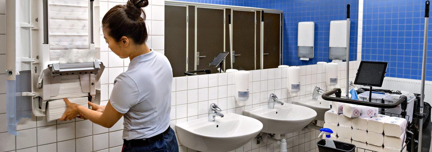 Cleaner filling paper towel dispenser