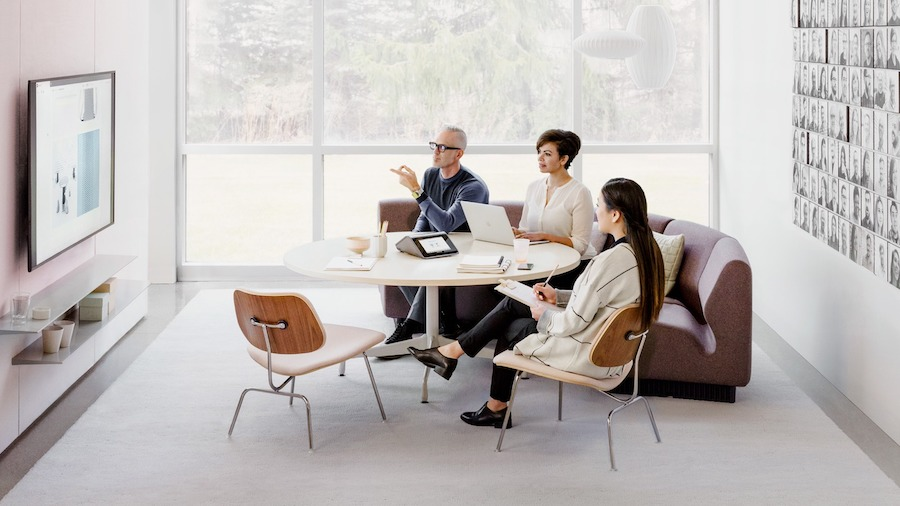 A group of people showing furnishings coordinated with technology