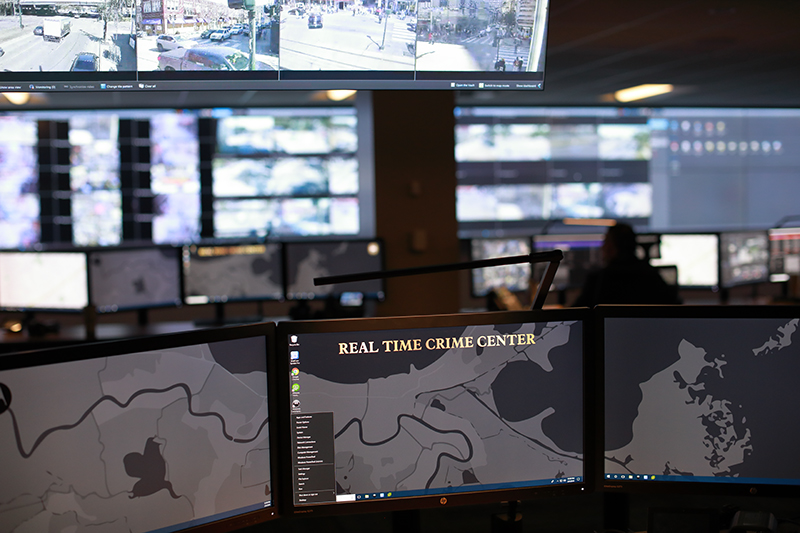 Situational awareness room with multiple screens