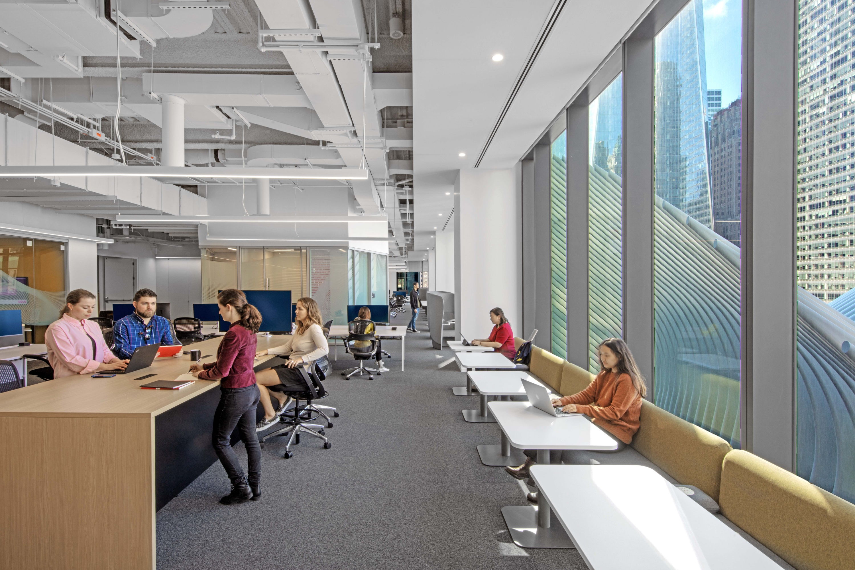 Figure 2: Agency employees have the freedom to move around the open-plan space to different team and personal spaces that support what they're doing. WPP Campus at 3 WTC/Credit Eric Laignel