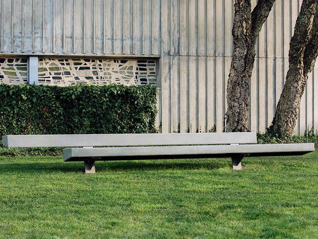 Landscape Forms Trapecio bench